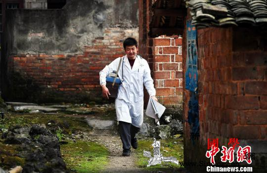 中国将提高并取消农村贫困人口大病保险_封顶-乡村-贫困人口-