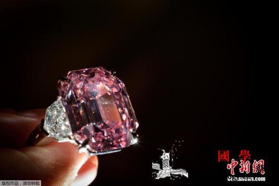 近19克拉粉钻以4400万美元成交打_日内瓦-瑞士-拍出- ()