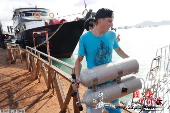 普吉倾覆游船打捞出水驻泰大使馆要求加_倾覆-泰国-游船-