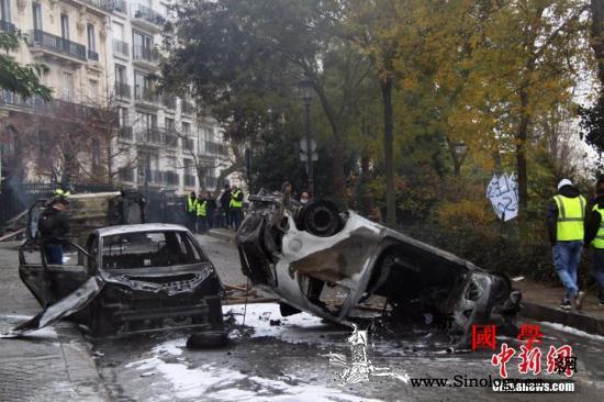 民众抗议压力下法国政府宣布暂停调涨_菲利普-示威者-凯旋门-