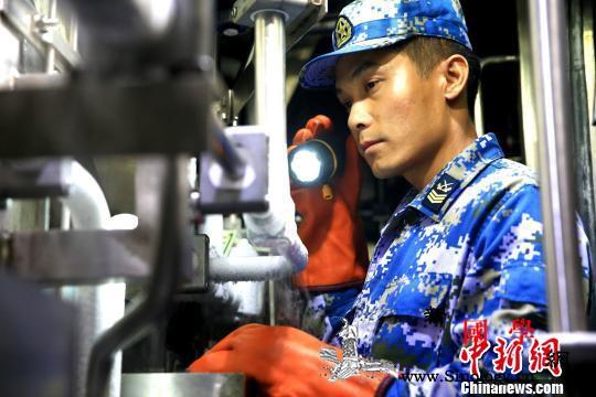 中国海军潜艇AIP技师肖海生:潜航十_潜航-破浪-管路-