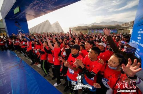【社会37度】失控的马拉松为何总留_参赛者-马拉松-受访-