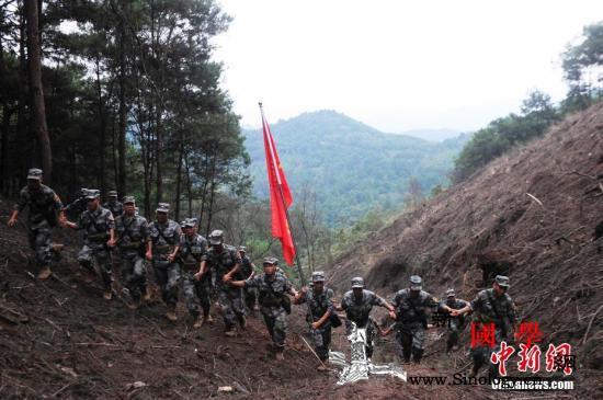 中国军人中越边境扫雷:不再让一个老百_扫雷-麻栗坡-云南-