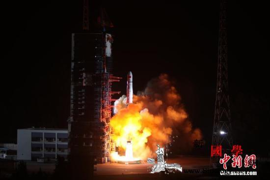 """中继星""""鹊桥""""在轨测试正常静待嫦娥四_西昌-鹊桥-嫦娥-"""