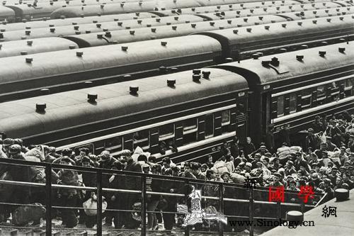 摄影50年他用相机记录中国人生活变迁_受访者-北京西站-北京-