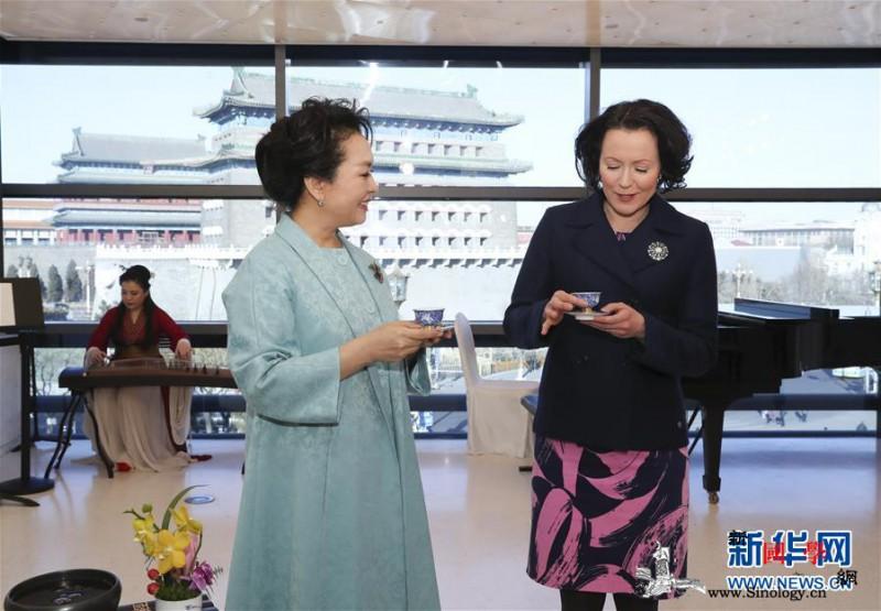 彭丽媛同芬兰总统夫人豪吉欧欣赏音乐诗_前门-芬兰-元首-北京-