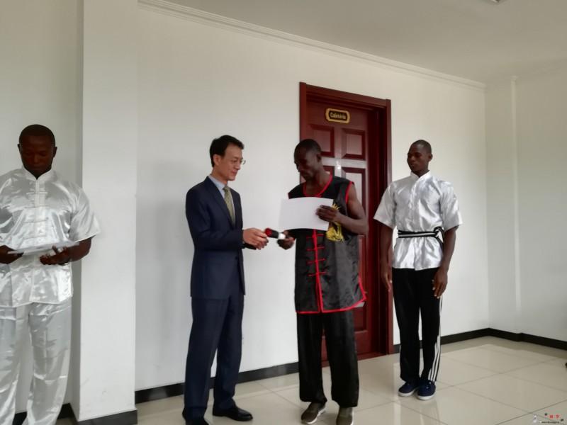 刚果(布)武术协会举行段位证书颁发仪_刚果-段位-武术-止戈为武-