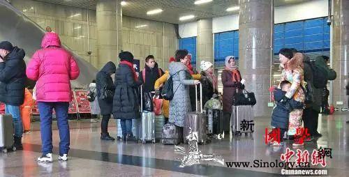 """今年春节租个""""人设""""回家?_北京西站-租车-回家-"""