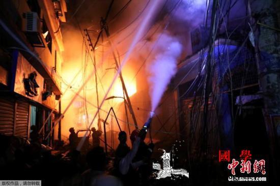 孟加拉首都达卡发生火灾外媒:已致69_达卡-孟加拉-火势-