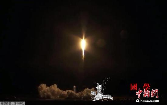 """载人版""""龙""""飞船成功与空间站对接曾响_宇航员-空间站-飞船-"""