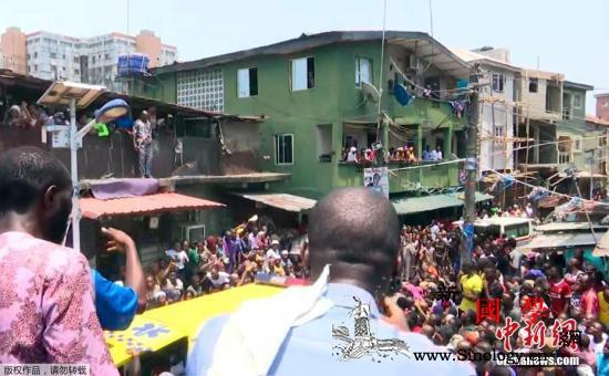 尼日利亚一栋建筑物倒塌人员受困或致学_尼日利亚-拉各斯-坍塌-