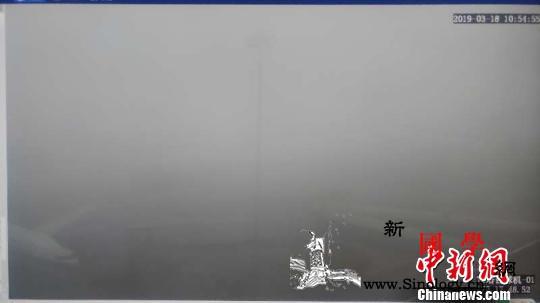 新疆多地大雾弥漫航班取消或延误高速路_乌鲁木齐-阜康-国际机场-