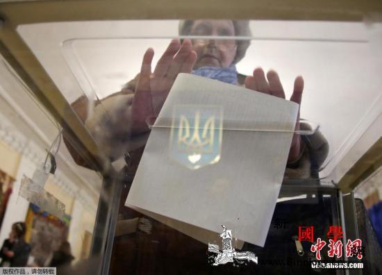 乌克兰大选首轮投票无人过半喜剧演员领_乌克兰-首轮-民调-