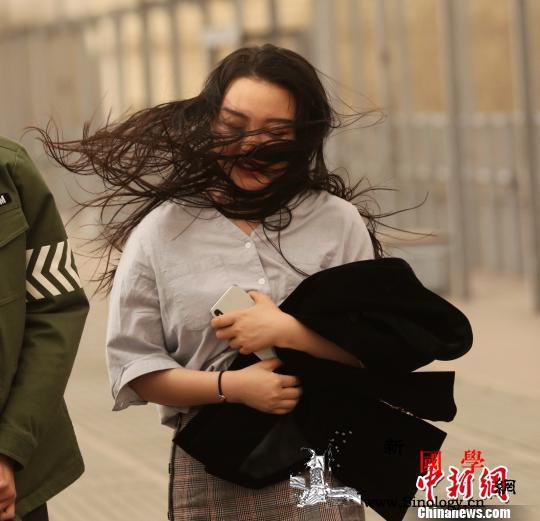 大风沙尘侵袭黑龙江哈尔滨局地刮8级风_冷锋-黑龙江省-气象台-