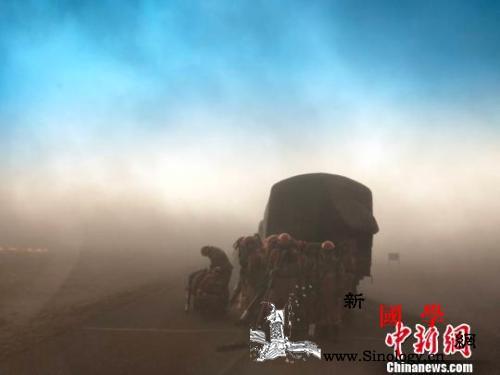 """中俄边境孟克西里火场""""飞沙走石""""扑救_西里-火场-飞沙走石-"""