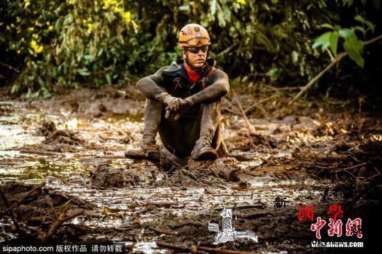巴西溃坝事故遇难人数升至235人仍有_巴西-拉斯-搜寻-