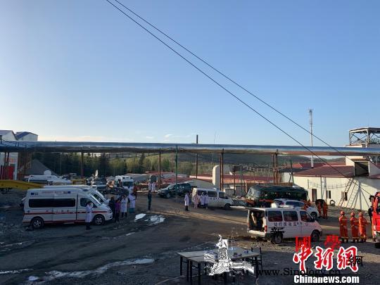 黑龙江铁矿透水事故仍有8人失联3人位_井下-图为-救援-