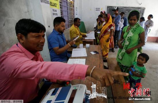 印度国会大选投票结束民调显示执政党将_印度-纳西-投票-