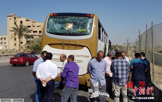 埃及金字塔附近一旅游大巴遭爆炸袭击致_埃及-载有-金字塔-