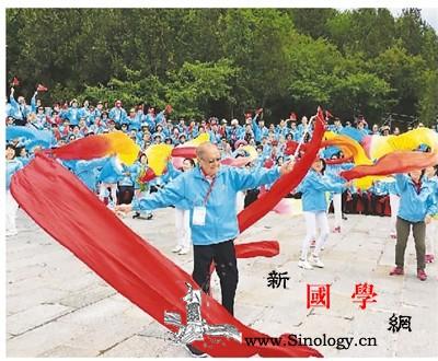 香港千人访京团在长城歌唱祖国_清河-印尼-侨界-侨胞-
