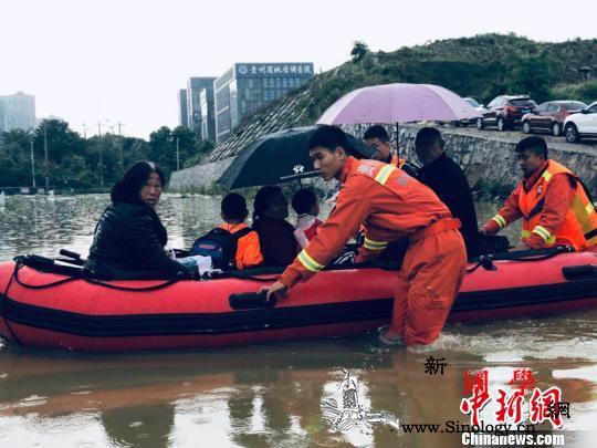 """""""最强暴雨""""降临贵州致多处被淹消防出_贵阳-消防员-毕节市-"""