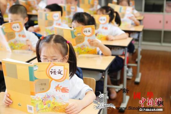 教育部:中小学教材不得夹带商业广告或_用书-教材-国家-