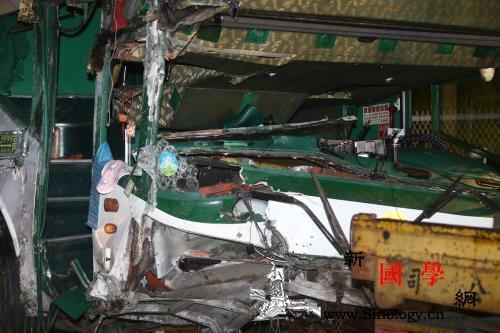 台湾一游览车翻覆致3死13伤客运公司_联合报-游览车-台湾-