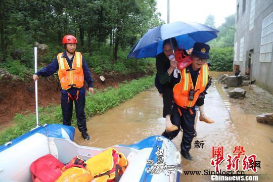 湖北咸宁遭暴雨侵袭消防多地营救转移被_咸宁市-民房-被困-