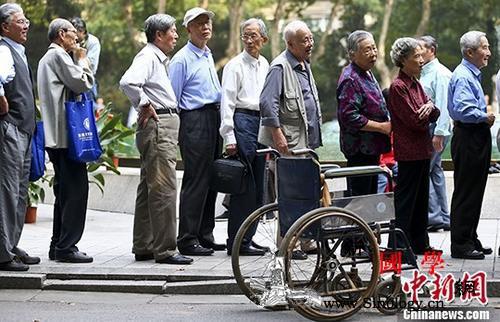 人社部:一定能够确保基本养老金按时足_结余-足额-养老金-