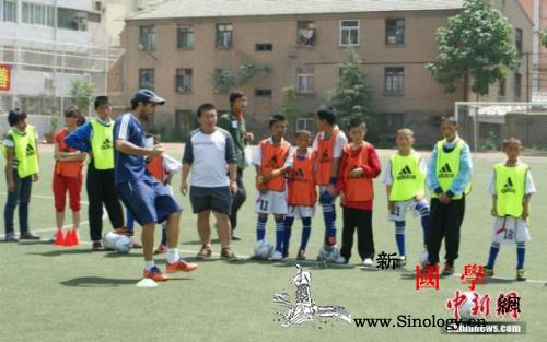 教育部将试点幼儿足球今年建3000余_示范-幼儿-足球-