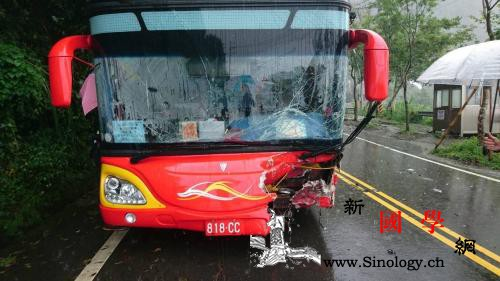 一大陆游客团在台湾阿里山遭遇车祸事故_嘉义县-阿里山-游览车-