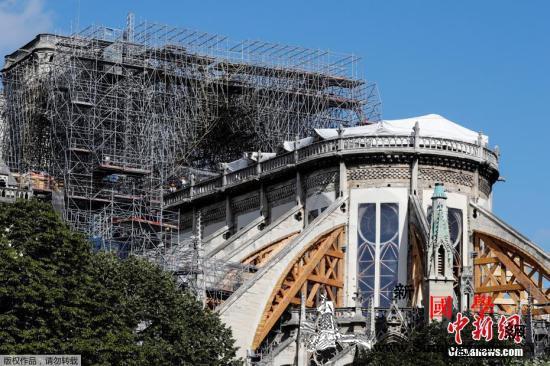 巴黎圣母院维修工程重新启动_巴黎-面罩-受损-
