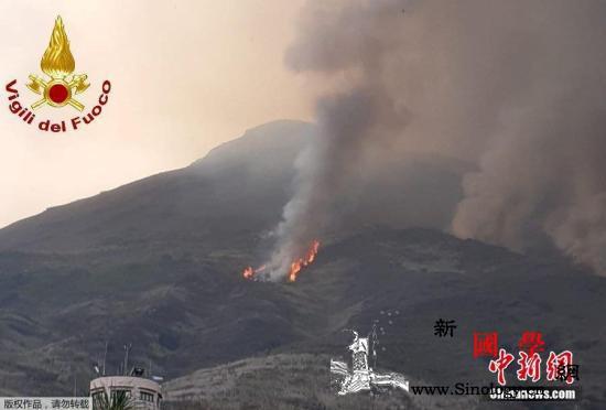 意大利斯特龙博利火山再喷发熔岩流引发_火山灰-火山口-意大利-