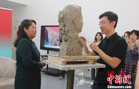 """中国美术馆""""为新时代人物塑像""""向教师_塑像-教师节-美术馆-专场-"""