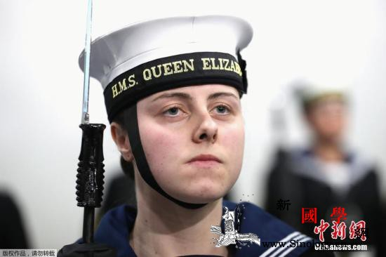 """""""女穿男装""""易受伤英军可能面临高额_女兵-海军陆战队-装备-"""