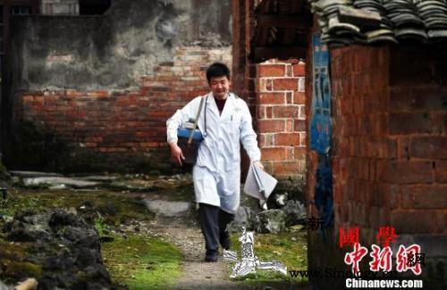卫健委:全国累计向乡村两级支援医务人_救治-巡诊-乡村-