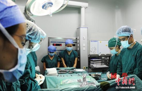 国家卫健委:中国器官捐献数居世界第二_捐献者-医务人员-默哀-
