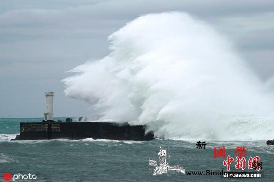 载中国船员货船在日本近海沉没:4人获_货船-海贝-船员-