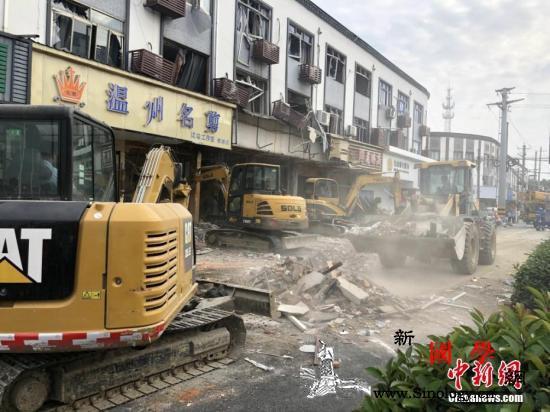 无锡锡山区一小吃店发生燃气爆炸造成9_铲车-救援-爆炸-