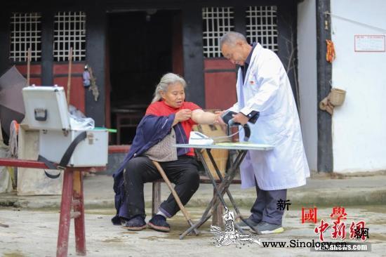 到2020年中国全面实现贫困人口基本_贫困地区-扶贫-卫生机构-