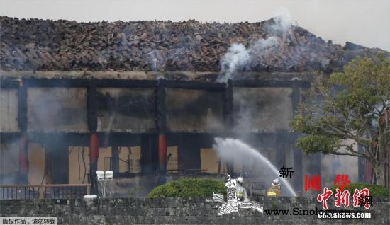 大火之后世界遗产首里城重建难:缺木_冲绳-消防队-工匠-