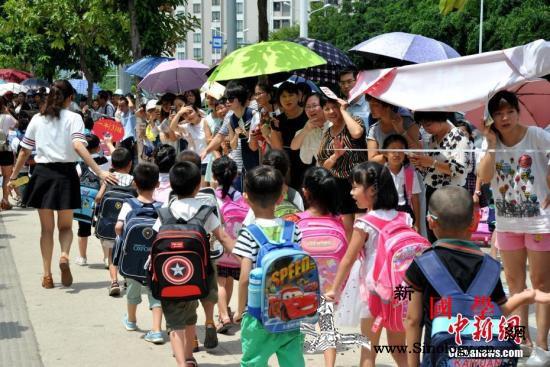 上海市将探索将学校周边200米划设为_防控-风险-学校-