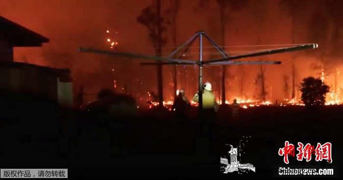 澳丛林大火肆虐3人死数千人撤离350_灾情-澳大利亚-丛林- ()
