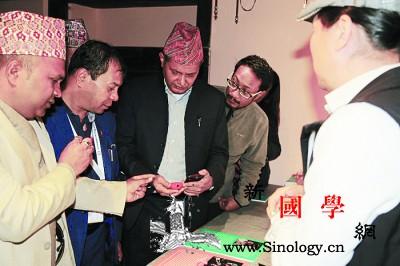 """尼泊尔展出中国非遗""""手作新考""""_尼泊尔-雕漆-花丝-手工艺-"""