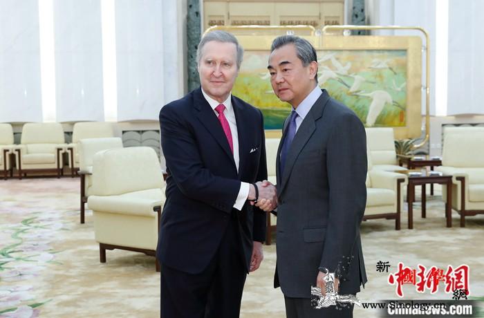 王毅会见美前国防部长:任何挑战中国制_国防部长-美国-会见-