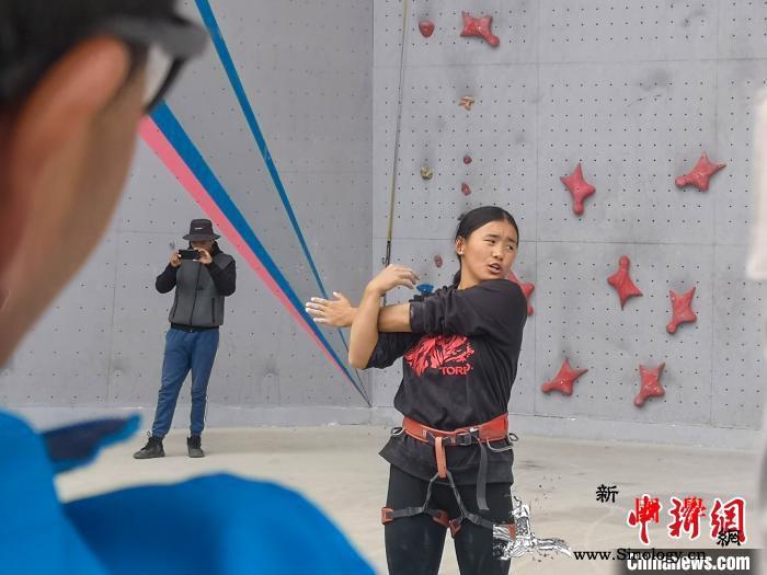 西藏开展专题培训提升青少年体育事业发_西藏自治区-受训-攀岩-