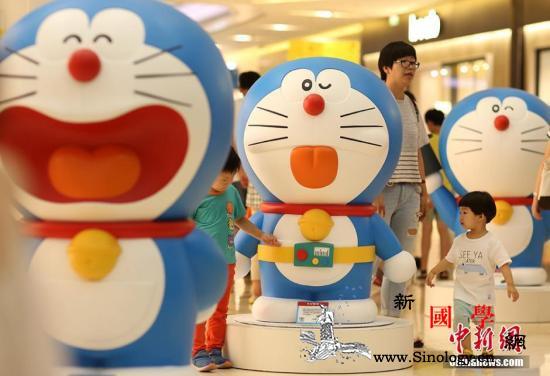 纪念《哆啦A梦》连载50周年巨型时钟_共同社-东京-日本-