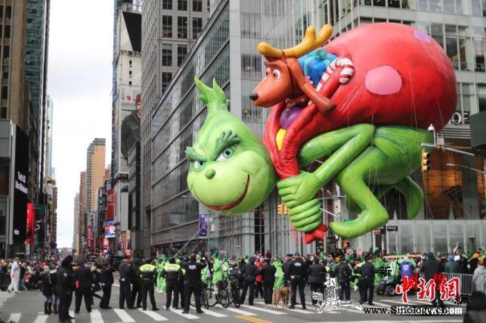 """强风""""助兴""""美纽约感恩节游行:有惊无_曼哈顿-格林-感恩节-"""