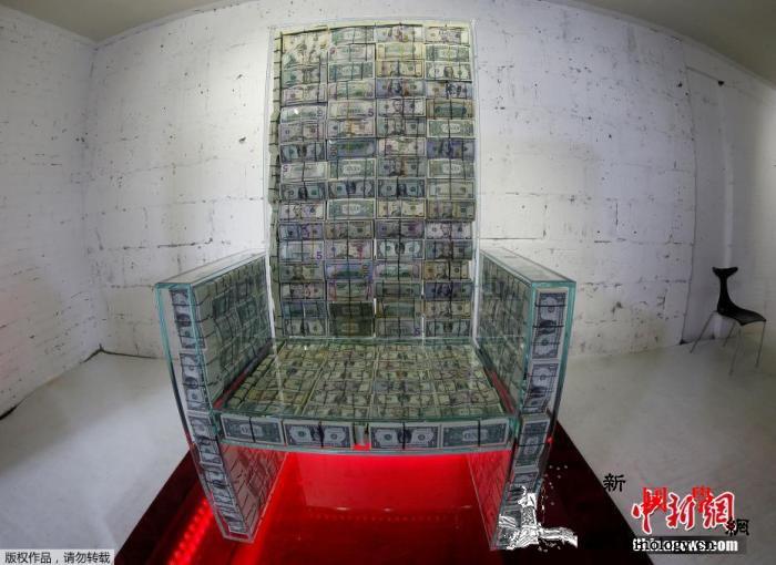 """坐拥百万美钞!俄罗斯艺术家创作""""土豪_莫斯科-俄罗斯-王座-"""