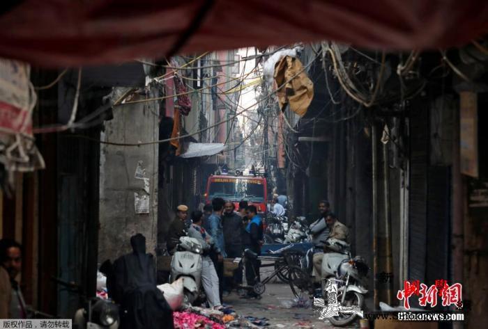 印度新德里工厂火灾已致43人死亡总理_德里-印度-救援-